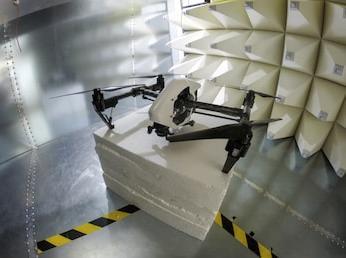 Тестирование БПЛА в безэховой камере на электромагнитную совместимость.