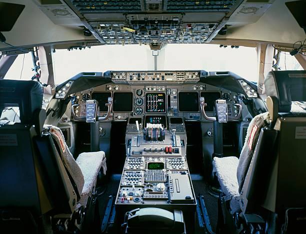 Приборная панель самолёта требует большое количество силиконовых уплотнителей для обеспечения ЭМС.