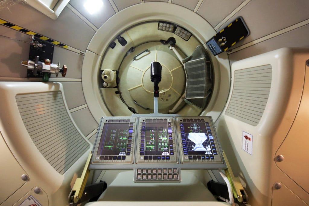 Рабочие экраны и панели управления стыковочного узла на макете многоразового пилотируемого космического корабля «Федерация». Фотография - Марина Лысцева