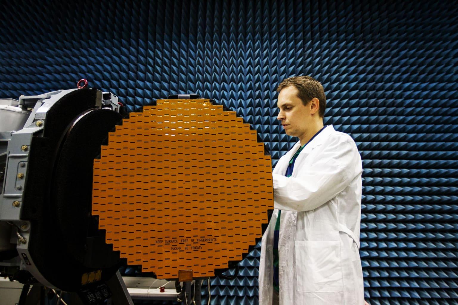 Тестирование продукции на электромагнитную совместимость. Бортовой АФАР в безэховой камере. Фотография - Ростех, корпорация