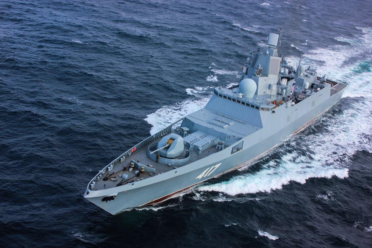 Головной фрегат «Адмирал флота Советского Союза Горшков» с установленной системой радиоэлектронной борьбы 5П-28 (РЭБ). Данные радиосистемы требует повышенного внимания к решениям и материалам электромагнитной совместимости.