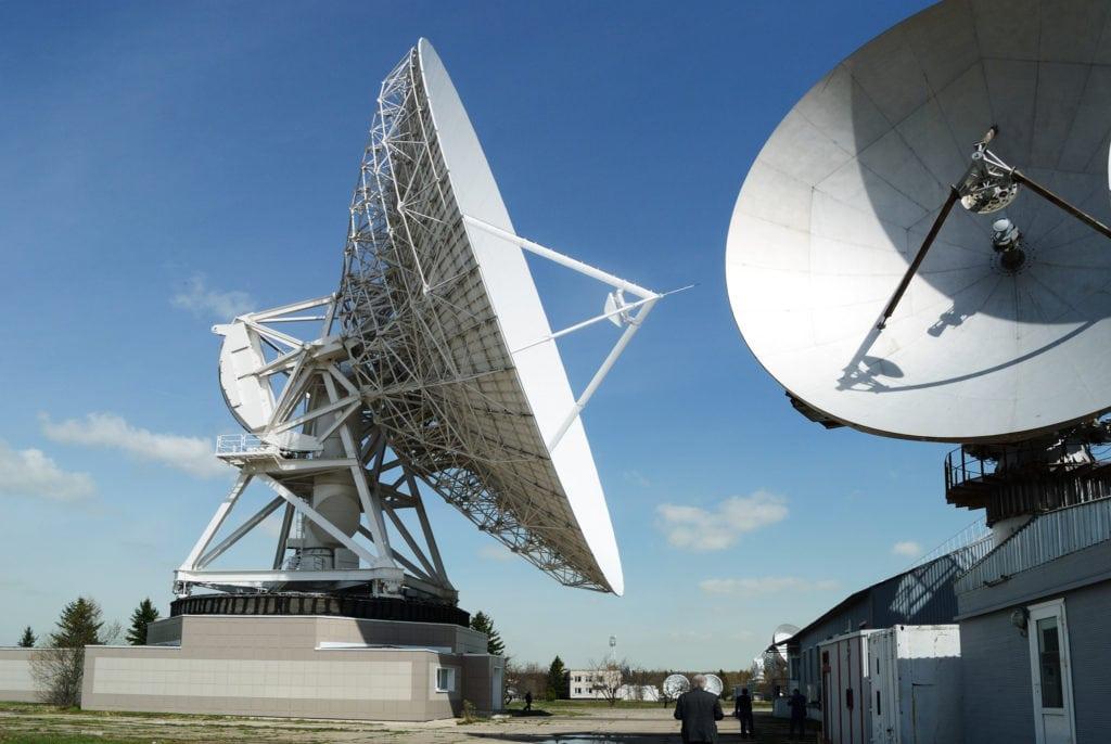 Крупнейшая станция космической связи в России - Центр Космической Связи (ЦКС) «Дубна». Электропроводящая краска - стандартный выбор для экранирования корпусов спутниковых антенн и тарелок.