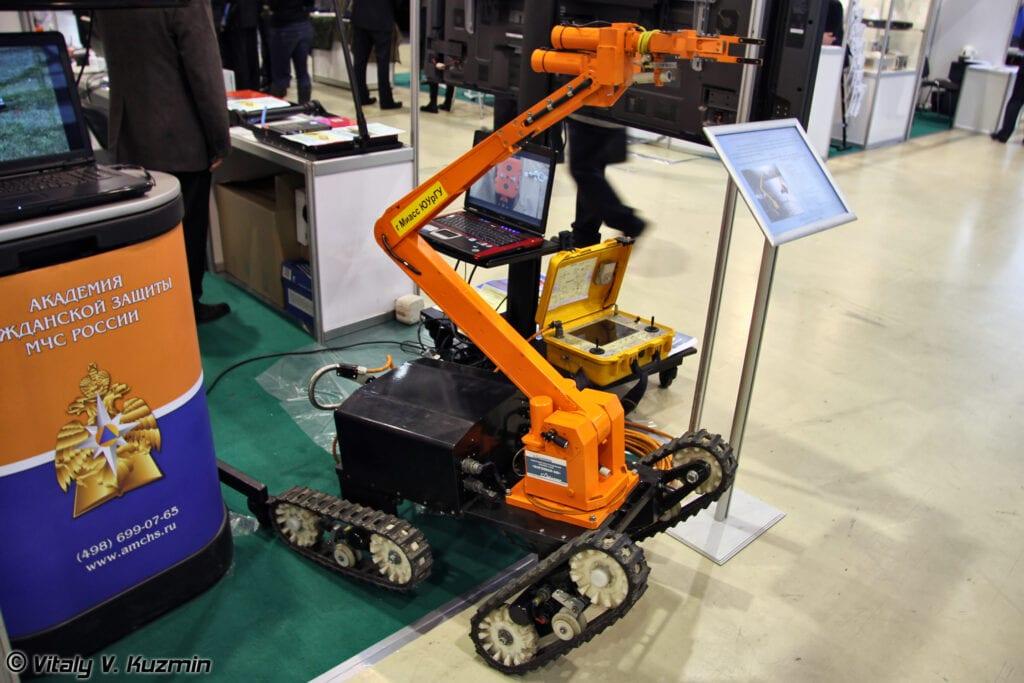 Современный робототехнический комплекс-сапер Богомол-3М. Фото - Виталий В. Кузьмин.
