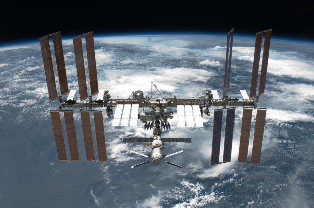 Международная космическая станция. Радиоуправление российским сегментом МКС осуществляется из Центра управления космическими полётами в Королёве.
