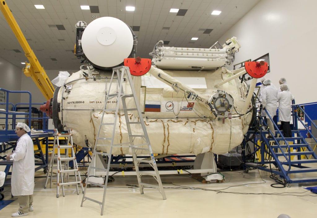 Заключительная загрузка, проверки и тестирование модуля «Рассвет» перед его отправкой на МКС.