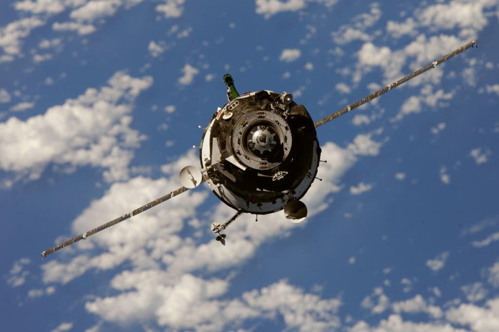 Союз ТМА-М перед стыковкой с МКС. Космические корабли требует особого внимания к вызовам эмс.