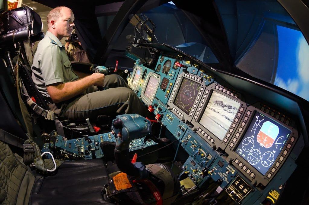 Кабина пилота, приборная доска симулятора российского многофункционального сверхзвукового истребитель-бомбардировщик Су-34. Фото - Александр Бельтюков.
