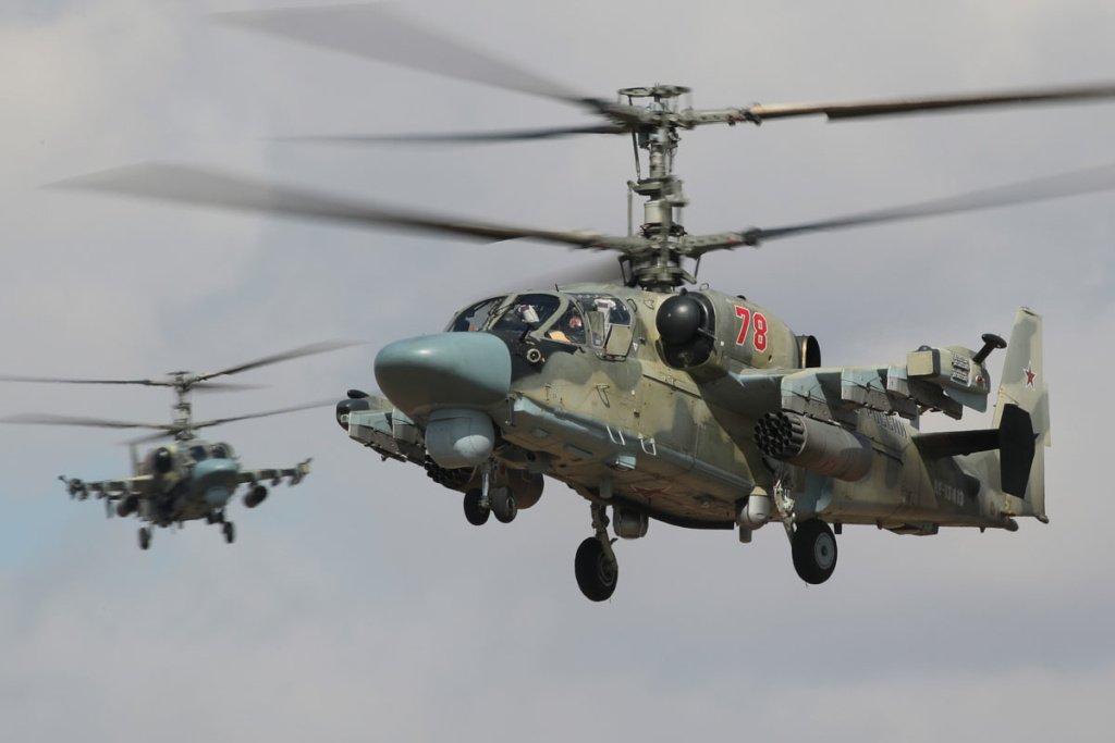 Российские разведывательно-ударные вертолеты Ка-52 «Аллигатор». Разработка ОАО «Камов». Данные изделия требуют широкого применения современных материалов электромагнитной совмести для точного выполнения своих разведывательно-боевых функций.