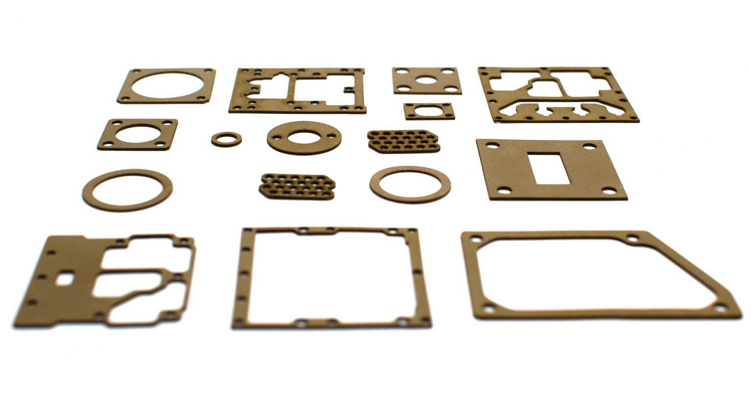 Уплотнительные прокладки исполнены по чертежам из листового экранирующего эластомера ЗИПСИЛ 101 РЭП-01 толщиной 0,8 мм. Технология лазерной резки прокладок ЗИПСИЛ-РЕЗКА