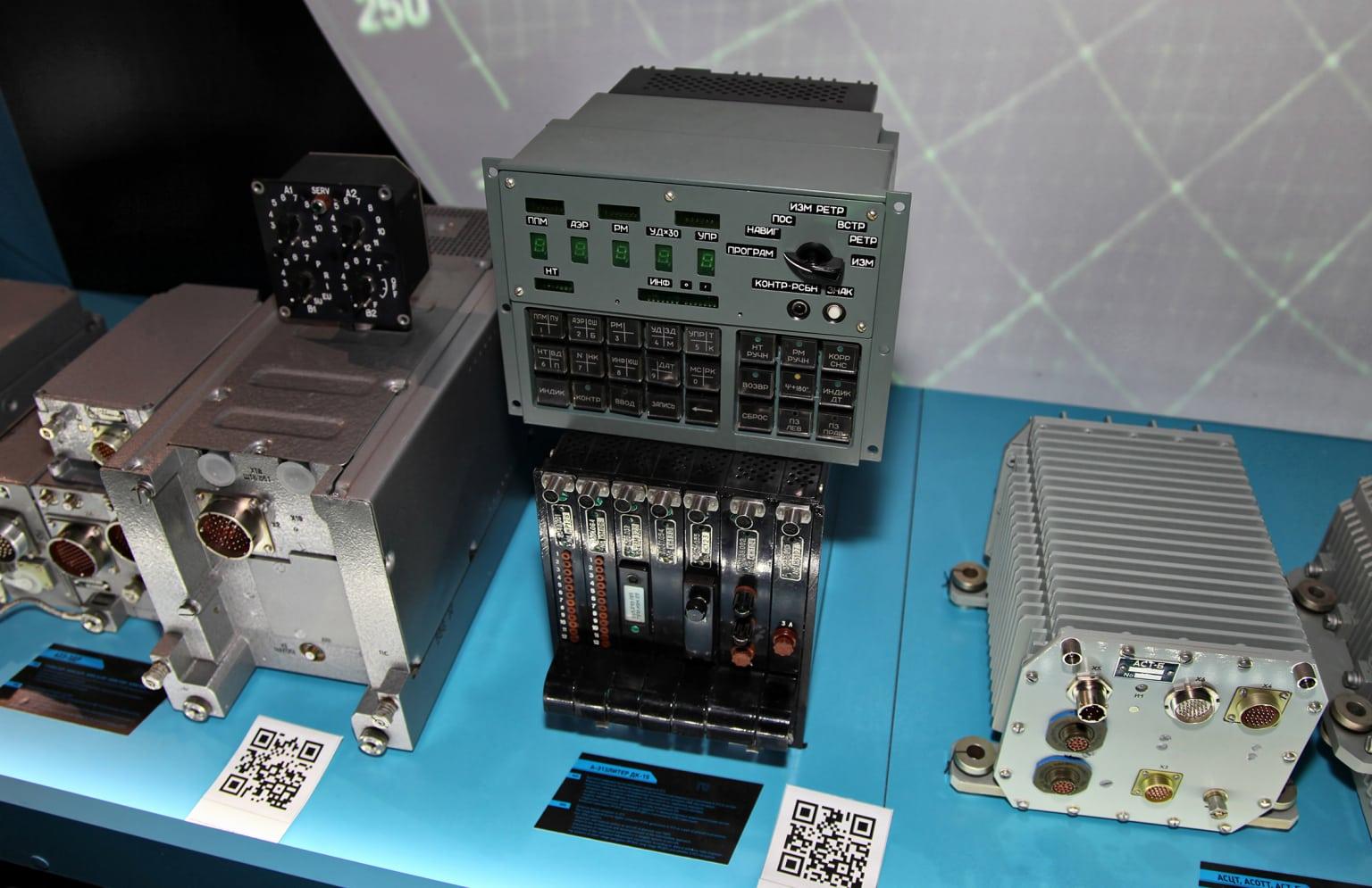 Отечественная цифровая вычислительная машина (БЦВМ) А-313 - бортовой компьютер для установки на воздушных суднах. Подобные устройства требуют использование электропроводящих клеев и герметиков для обеспечения непроницаемости и ЭМС. Фото - Виталий В. Кузьмин.